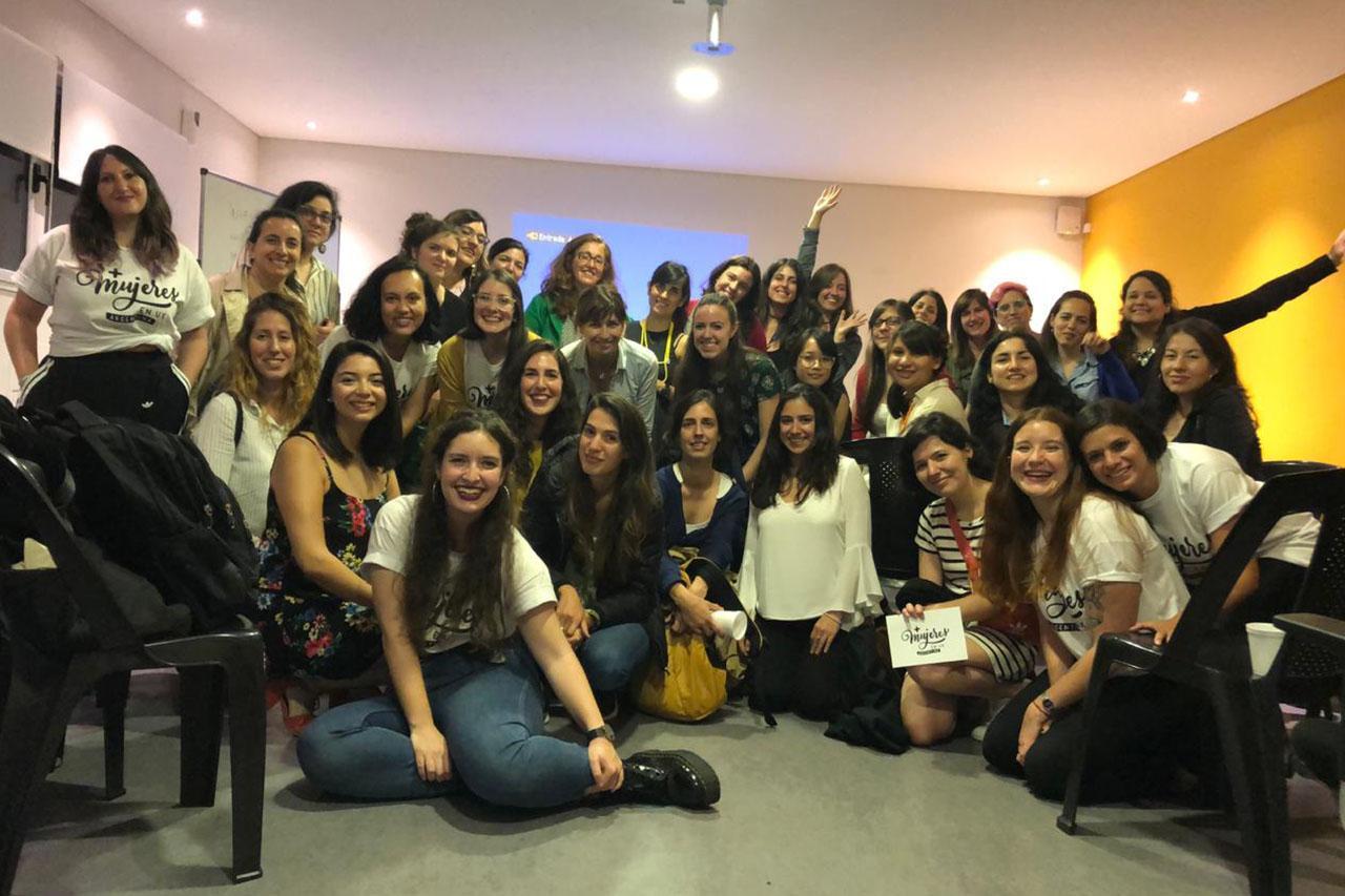 Encuentro de + Mujeres en UX en la sede Roosevelt