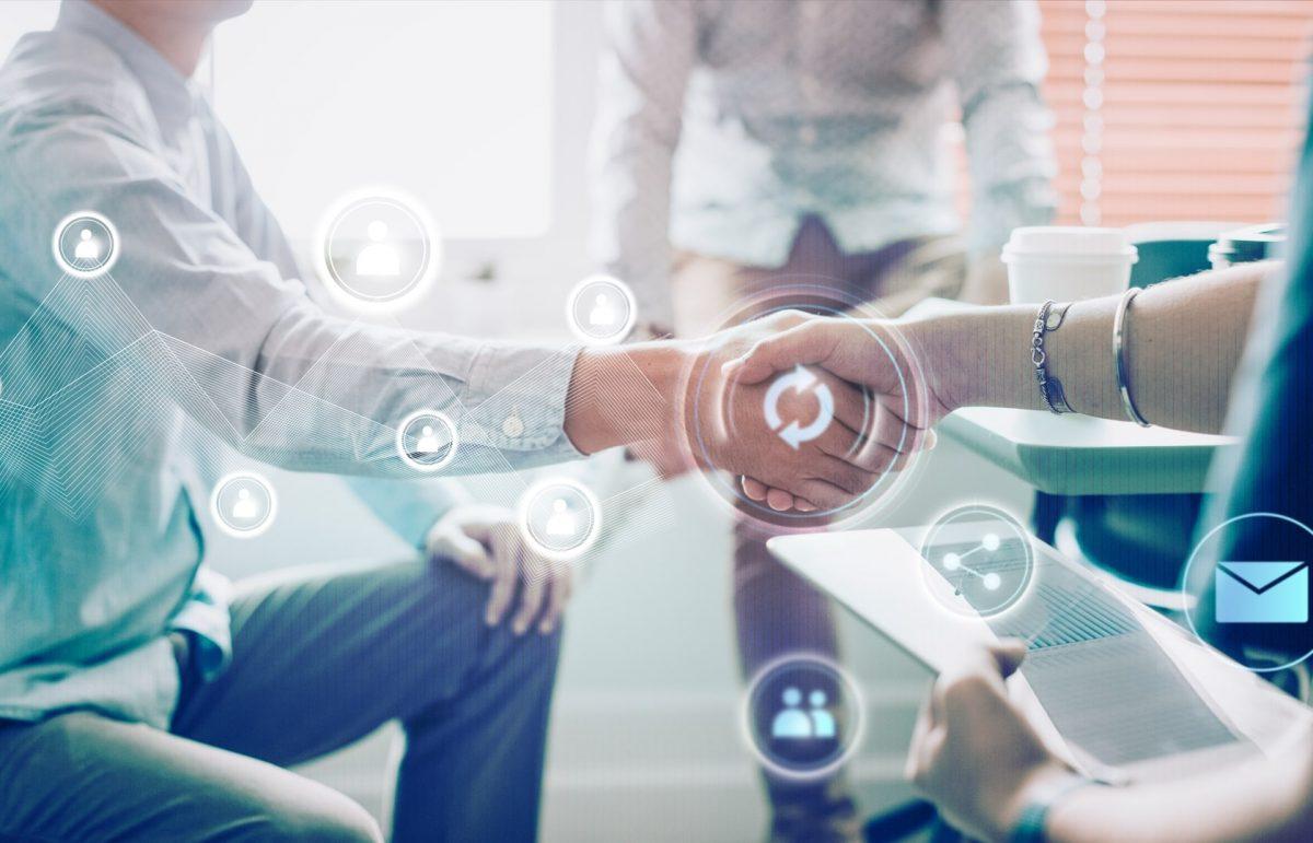 Gente-de-negocios-dandose-la-mano-para-saludar-IA-IOT